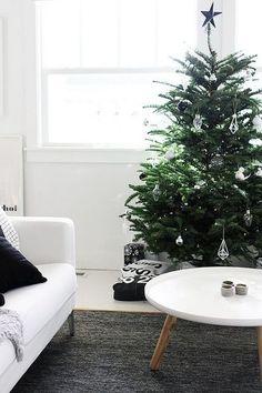 何を飾るかでツリーだけでなくお部屋の雰囲気もガラリと変わるクリスマスツリー。手作りオーナメントで、お好みのスタイルに仕上げるのも楽しそうですよね。