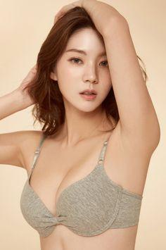 Lee Chae Eun green bra #koreanmodel #koreanbeauty #koreanfashion #model #beauty #fashion Jung Yoon, Korean Model, Model Pictures, Korean Beauty, Korean Fashion, Bikinis, Swimwear, People, Green