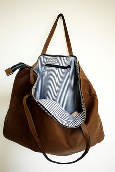 Bolso tote por TheSacBarcelonaYou can find Leather tote bags and more on our website. Bolso tote por Th. My Bags, Purses And Bags, Sacs Design, Brown Leather Totes, Leather Bags, Leather Purses, Soft Leather, Patent Leather, Black Leather