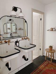 Kids bathroom for Functional design! Eclectic Bathroom, Boho Bathroom, Bathroom Kids, Downstairs Bathroom, Bathroom Renos, Laundry In Bathroom, Bathroom Interior, Kid Bathrooms, Bathroom Hardware