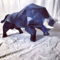 BULL Body 3d papercraft by Sofs Approximate measures: 32 inches long by 20 inches if printed as is on letter or A4 paper. Contains instructions and template for you to make this minimalist and modern decoration as many times as you want. Incorporated in pattern is the option to print