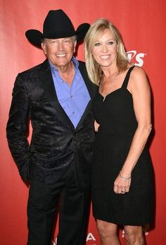 George Strait Photos Photos - George (L) and Norma Strait arrives for the 2017 MusiCares Person of the Year, honouring Tom Petty, in Los Angeles, California on February / AFP / Robyn BECK - GRAMMY Awards - MusiCares Person of the Year - Red Carpet Country Artists, Country Singers, George Strait Family, Garth Brooks, Florida Georgia Line, Celebrity Travel, Celebrity News, Eric Church, Lucky Ladies
