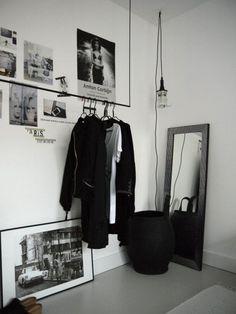 Black and white closet decor clothes racks 69 Ideas Decoration Inspiration, Room Inspiration, Interior Inspiration, Minimalist Closet, White Closet, Industrial Bedroom, Vintage Industrial, Industrial Style, Industrial Storage