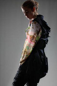 vintage scarfs sleeves frontless jacket - COMME DES GARÇONS