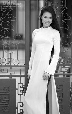 Vu Thi Hoàng My en robe traditionnelle Ao dai avant le concours ...