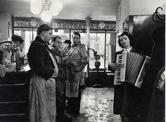 mimbeau:  Robert Doisneau  Paris 1953 Les tueurs...
