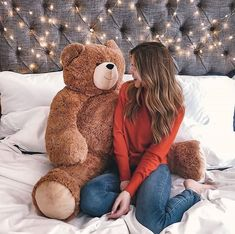 Huge Teddy Bears, Giant Teddy Bear, Girl Photo Shoots, Girl Photos, Wallpaper Iphone Love, Teddy Bear Pictures, Maya Ali, First Day Of Work, Girly Pictures