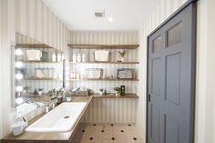 ちょっとかわいらしい テイストの洗面所 Toilet Room, Natural Interior, Washroom, Sunroom, Powder Room, Master Bath, Laundry Room, Bathtub, Architecture