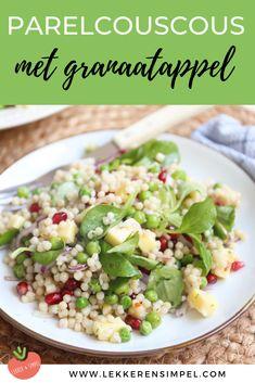 Parelcouscous met granaatappel, veldsla, doperwten en kaas. Een lekkere en makkelijke salade. Lekker bij de bbq. Klik op de foto voor het recept. #watetenwevandaag #bbq