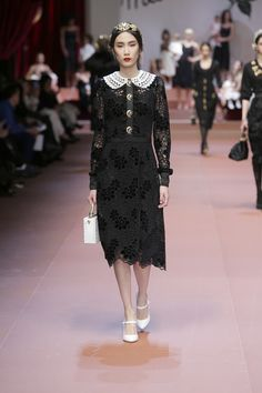 dolce-and-gabbana-winter-2016-women-fashion-show-runway-35
