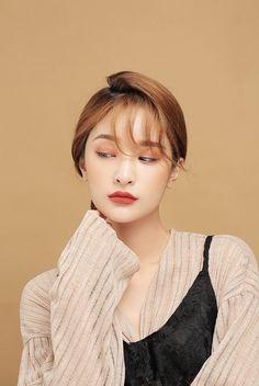 Korea Makeup, Asian Makeup, Stylenanda Makeup, Photography Women, Portrait Photography, Different Makeup Looks, Photoshoot Makeup, Asian Celebrities, Fashion Poses