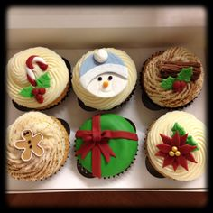Christmas Cupcakes by Sugartown Cupcakes Such delicious cakes, try them!