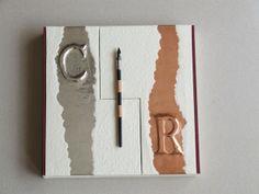 Libro de firmas para boda, cosido con cintas. Caja con cartón, tela, estaño, cobre, y por supuesto, papel depapel.
