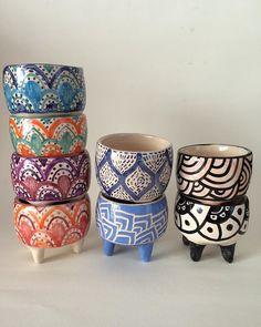 I need this good-looking hand built pottery Earthenware Clay, Ceramic Clay, Ceramic Painting, Ceramic Pottery, Pottery Painting Designs, Pottery Designs, Crackpot Café, Talavera Pottery, Hand Built Pottery