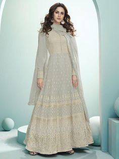 Top 5 Trendy Anarkali Suits Design for Any Occasion - Inddus.com Party Wear Dresses, Bridal Dresses, Bridal Sarees, Designer Anarkali Dresses, Designer Sarees, Designer Dresses, Anarkali Suits, Indian Anarkali, Abaya Fashion