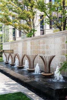 景墙及水中雕塑: