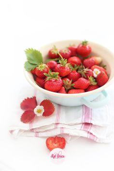 Strawberry lemon popsicles