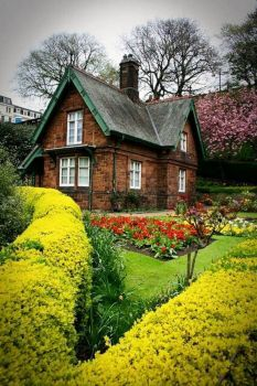 Cottage ~ Edinburgh, Scotland (70 pieces)