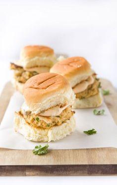 Slider Recipes - How to Make Sliders Crab Recipes, Sauce Recipes, Cooking Recipes, Egg Recipes, Cooking Tips, Spicy Aioli, Spicy Sauce, Aioli Sauce, Gastronomia