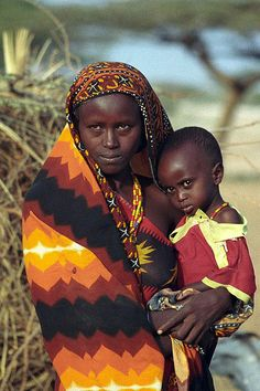 tribes of kenia    Young Gabbra mother and child at Kalacha (Chalbi desert).