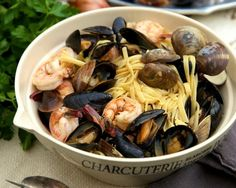 Mussels and Clams Over Linguini    http://aol.it/1v3dtUi By @HaylieDuff