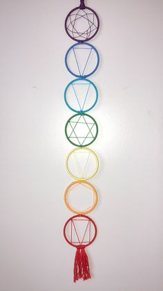 Chakra dream catcher 💥 #chakras #DIY #zen #dreamcatchers Indian Arts And Crafts, Diy And Crafts, Dream Catcher Craft, Dream Catcher Patterns, Dream Catchers, Crochet Dreamcatcher, Dreamcatchers Diy, Macrame Wall Hanging Patterns, Diy Tumblr