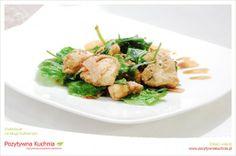 Grillowany kurczak na szpinaku - #przepis na kurczaka z grilla ze szpinakiem   http://pozytywnakuchnia.pl/grillowany-kurczak-z-bekonem-na-szpinaku/  #szpinak #kurczak #obiad #kuchnia