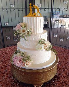 Beautiful buttercream and fresh flowers are always lovely #mysweetaustin #wedding #atxwedding #buttercreamcake #weddingcake #austinwedding #roses