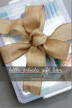 DIY little artists gift box   @mamamissblog #DIYgift #kidart #giftidea