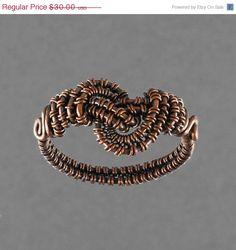 Copper Woven Freeform Ring 1 Size 6 by GailaviraJewelry on Etsy Wire Jewelry Rings, Metal Jewelry, Jewelry Art, Jewlery, Jewelry Design, Wire Wrapped Necklace, Wire Wrapped Rings, Diy Rings, Wire Pendant