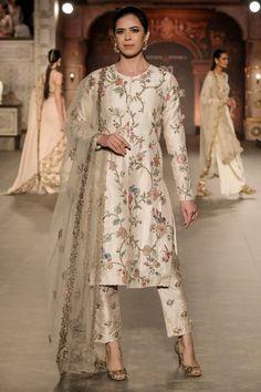 trendy Ideas party dress ideas pakistani Source by Cherlyncha ideas pakistani Pakistani Fashion Casual, Pakistani Dresses Casual, Pakistani Bridal Dresses, Pakistani Dress Design, Indian Fashion, Fashion Fashion, Red Lehenga, Lehenga Choli, Sabyasachi