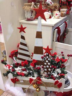 Χριστουγεννιάτικο τελάρο με ξύλινα δεντράκια σε διάφορα μεγέθη! www.nikolas-ker.gr