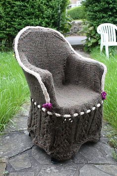 knitted plastic garden chair cover from the knitted chairs project