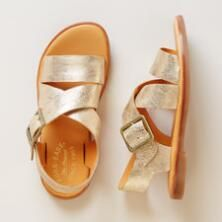 These are the perfect strappy flat sandals by Kork-Ease® to enjoy your way through the summer season.