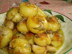 Batatinhas Salteadas com Alecrim Soy Free Tofu, Portuguese Recipes, Easy Cooking, Food Inspiration, Potato Salad, Good Food, Food And Drink, Potatoes, Favorite Recipes