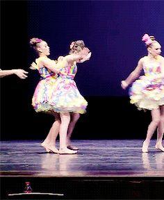 Nia and kalani ❤️ Dance Moms Dancers, Maddie Ziegler, Celebs, Celebrities, These Girls, Best Shows Ever, Besties, Disney Princess, Celebrity
