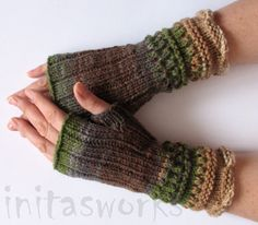 Hey, I found this really awesome Etsy listing at https://www.etsy.com/listing/176113315/fingerless-gloves-brown-beige-gray-green