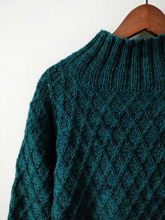 1 Ravelry: sarijaotto's VOYAGER Green diamond knitting pattern pullover jumper. knitting to give you a better service we recommend you to browse the content on our site. Stil Inspiration, Mode Simple, Diy Vetement, Moda Casual, Winter Mode, Slow Fashion, Sweater Weather, Pulls, Knitwear