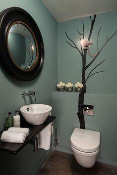 Small bathroom that transforms ideas, color for a modern bathroom .- Kleines Badezimmer, das Ideen umbaut, Farbe zum modernen Badezimmer-Design hinzufügend – home/decoration Small bathroom remodeling ideas, adding color to the modern bathroom design - Toilet For Small Bathroom, Small Bathroom Colors, Guest Toilet, Downstairs Toilet, Kitchen Colors, Toilet Wall, Toilet Room, Ideas Baños, Decor Ideas
