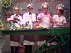 Dean Martin, Caterina Valente, Bob Newhart & Dom DeLuise - Seven and a H...