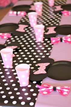 love the cups, plates, and napkins tied like hairbows