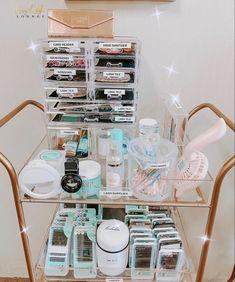 Home Beauty Salon, Home Nail Salon, Nail Salon Decor, Beauty Salon Decor, Spa Room Decor, Beauty Room Decor, Salon Interior Design, Salon Design, Rangement Makeup