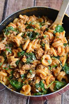 Food Recipes One Pot Roasted Red Pepper and Sausage Alfredo Roasted red peppers Italian sausage spinach garlic and goat cheese all with only one pot to clean Ingredients. Healthy One Pot Meals, Healthy Recipes, New Recipes, Easy Meals, One Pot Rice Meals, Healthy Food, Game Recipes, Favorite Recipes, Vegan Recipes