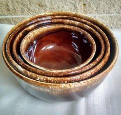 Kathy Kale Brown Drip Glaze Mixing Bowl Set - Nesting Pottery Bowls - Mid Century Retro - 4 Bowls by ClassyVintageGlass on Etsy Hull Pottery, Mccoy Pottery, Pottery Bowls, Dinner Wear, Retro 4, Antique Pottery, Vintage Dinnerware, Mountain High, Smoky Mountain