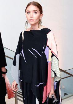 Olsens Anonymous Blog Stye Fashion Ashley Olsen Twins Hammer Museum Gala In The Garden Layered Silk Print Dress Chandelier Earrings