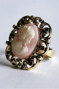 i love cameo jewelry!