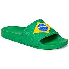 Kaum zu glauben, aber wahr: Die Adilette ist wieder da! Die kultigen #sandalen präsentieren sich pünktlich zur #fussballwm im angesagten Brasilienlook. Danke, @adidas !