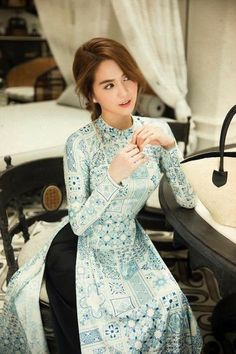Áo dài - Have you known it? Vietnamese Clothing, Vietnamese Dress, Vietnamese Traditional Dress, Traditional Dresses, Cool Outfits, Fashion Outfits, Cute Asian Girls, Beautiful Asian Women, Indian Designer Wear