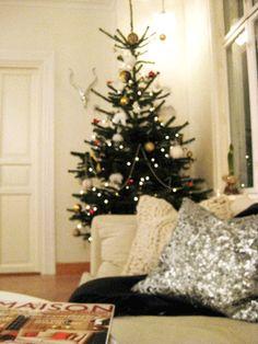 Christmas cosy. Cosy, Photographs, Christmas Tree, Holiday Decor, Home Decor, Teal Christmas Tree, Homemade Home Decor, Xmas Trees, Fotografie