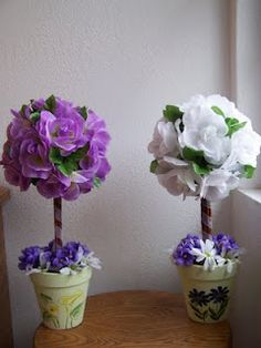 Tutorial on tabletop topiary using silk flowers. Need to make new Christmas one because my old one is falling apart!